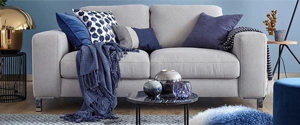 Sofa blaue Wand