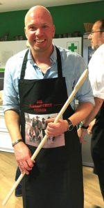 Nils Kuiper in der Küchenabteilung
