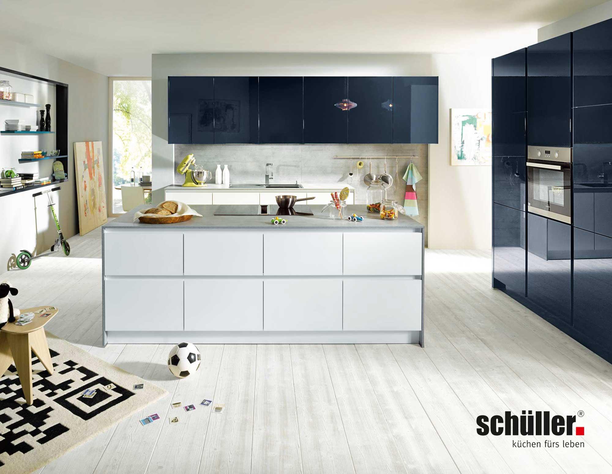 Schüller Glasline Wohnküche in Glas weiß
