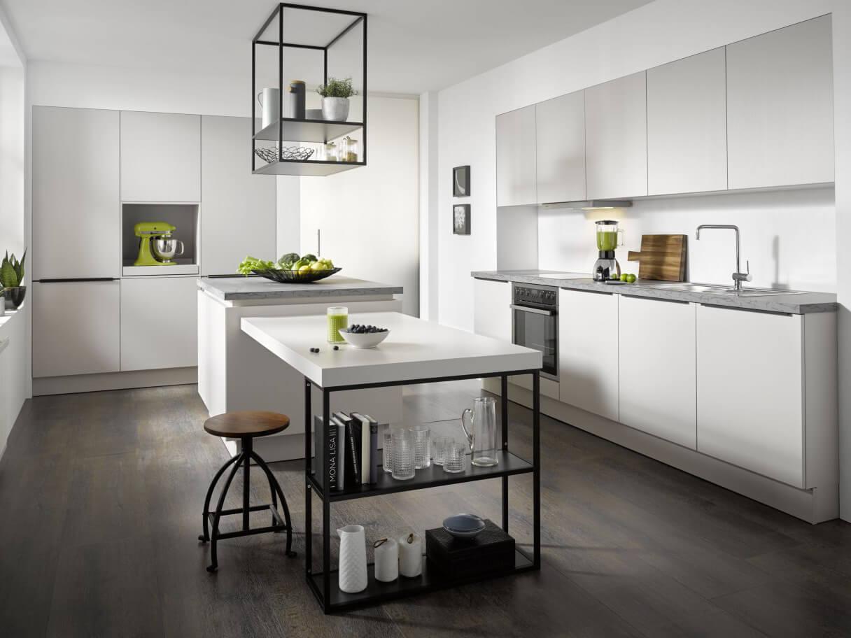 Inselküche Contur, weiße Küche, Wohnküche