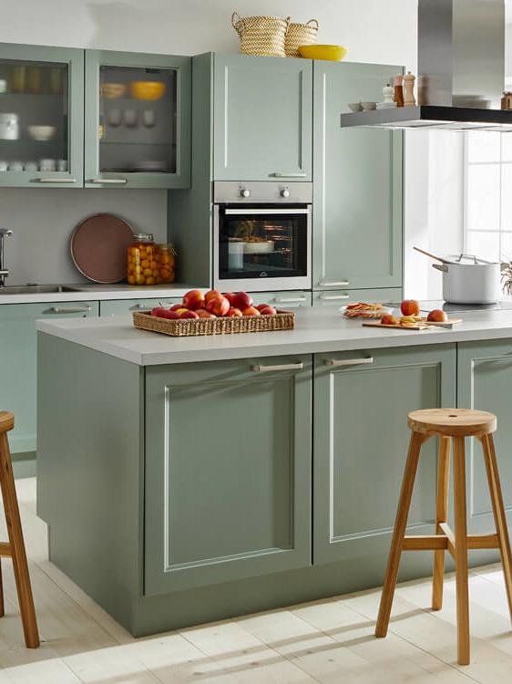 moderne Landhausküche Küche Aktiv, lindgrüne Fronten