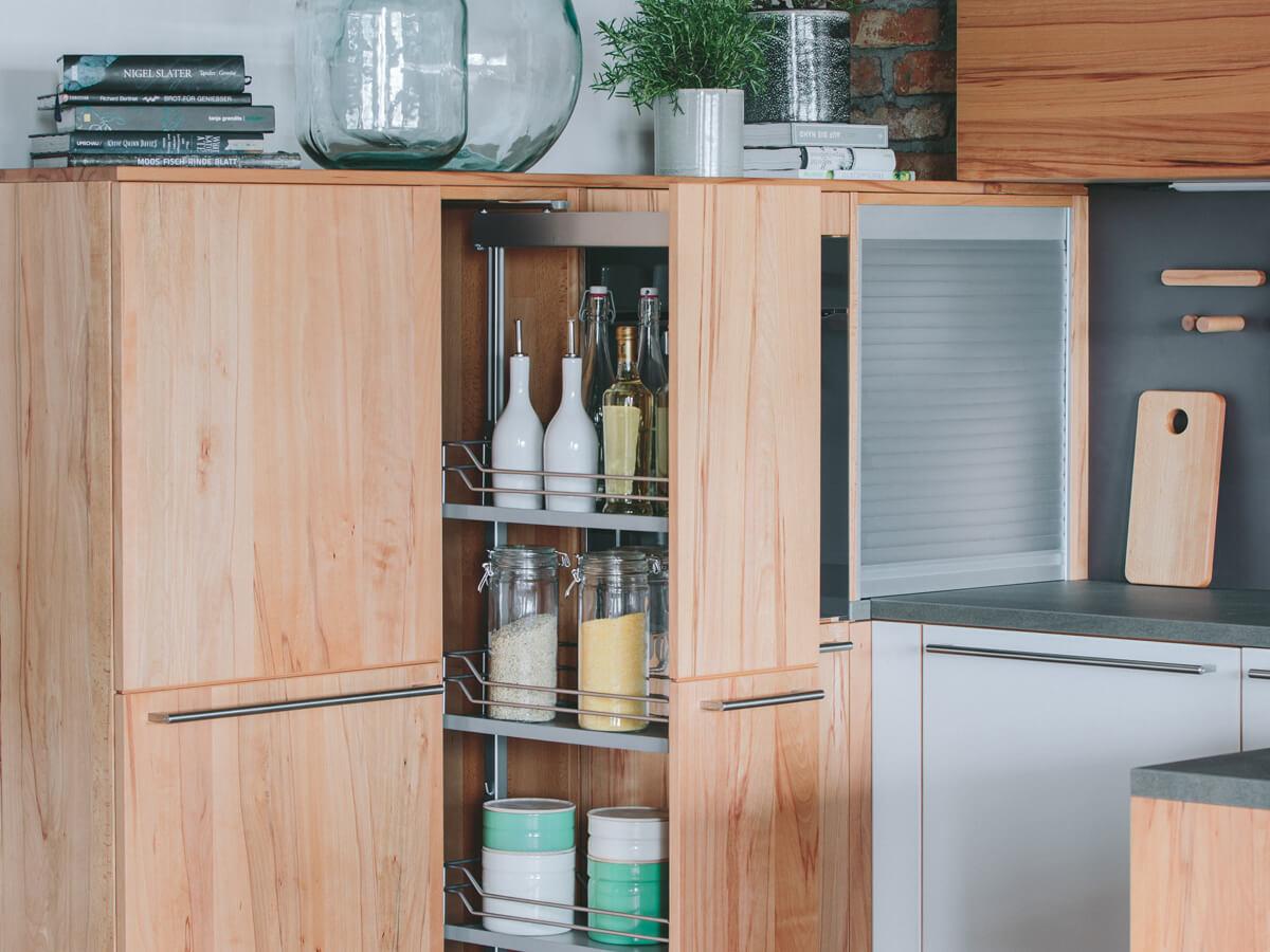 Stauraum für Massivholzküche von walden, Apothekerschrank