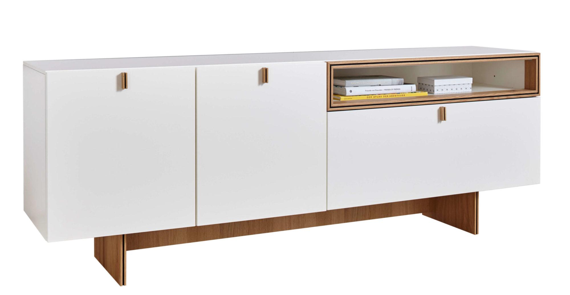Sideboard im Abverkauf - mit weißen Fronten und Absetzungen in Eiche