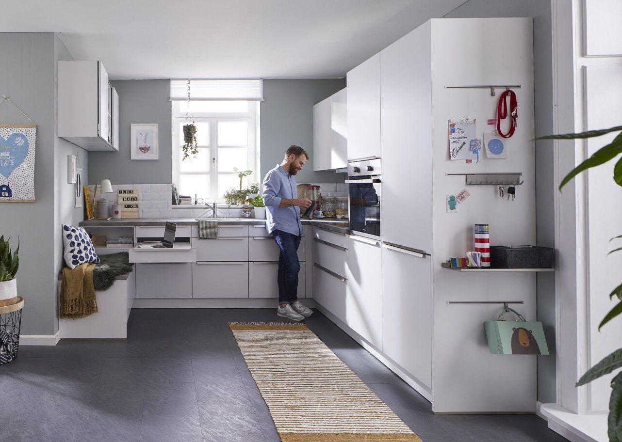 Topmoderne Familienküche Global 52.180 mit RESOPAL® Fronten in Kristallweiß matt