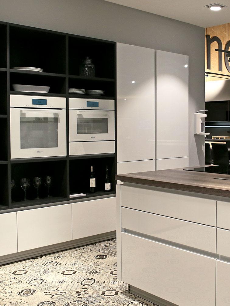 Moderne Küche Marke Schüller GALA Front weiß Hochglanz, Ausstellungsstück im Abverkauf
