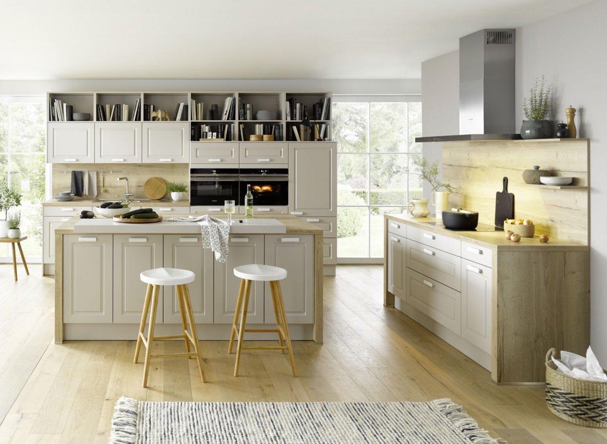 Global Küche 56.180 im Landhausstil mit sandgrauen Rahmenfront