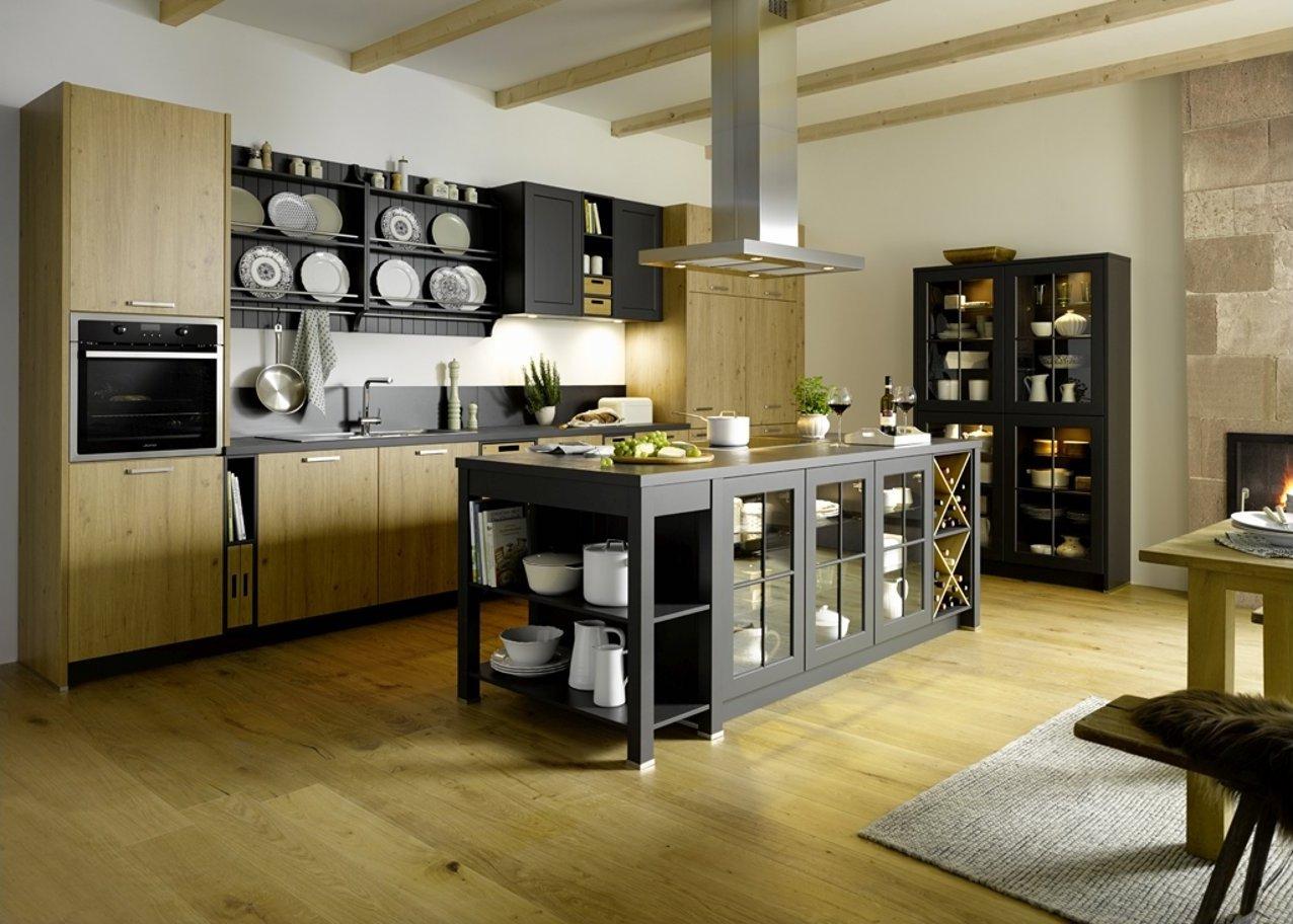 Küche Global 55.230/51.130 mit Kochinsel und offene Gestaltung im Landhausflair